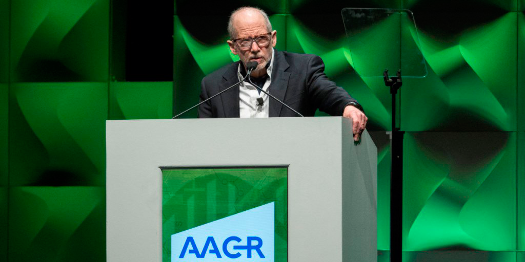 Professor Bert Vogelstein, Johns Hopkins Kimmel Comp. Cancer Center delivering the opening plenary session at AACR 2017.