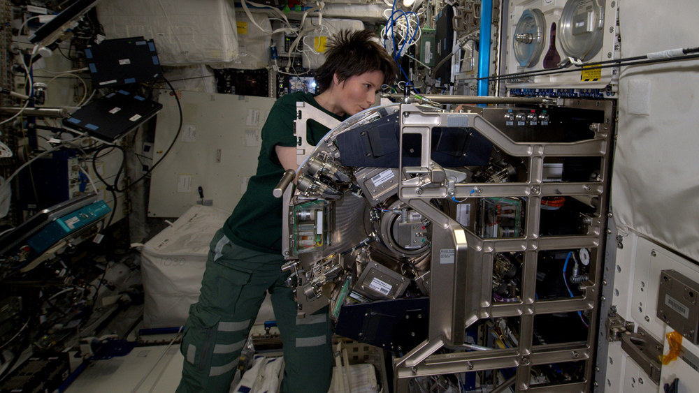 ESA-Astronaut Samantha Christoforetti preparing the BIOLAB centrifuge for the TRIPLE LUX experiment. Credit: NASA