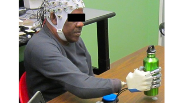 Researchers build brain-machine interface to control prosthetic hand