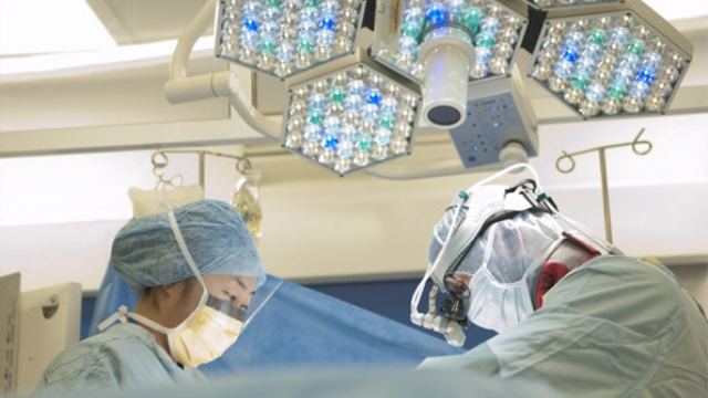 Glowing tumors help surgeons cut out brain cancer with precision