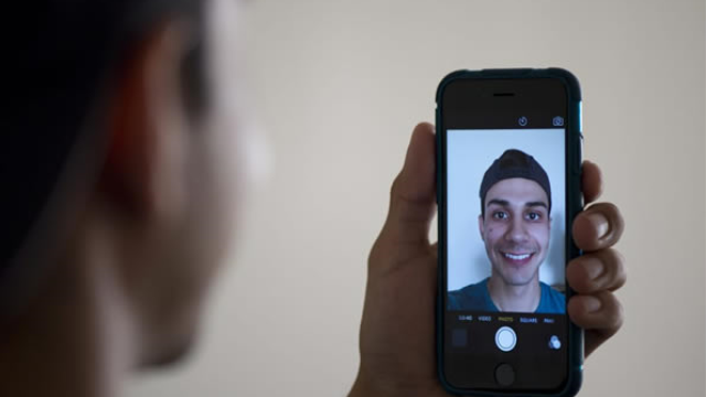 Study links selfies, happiness